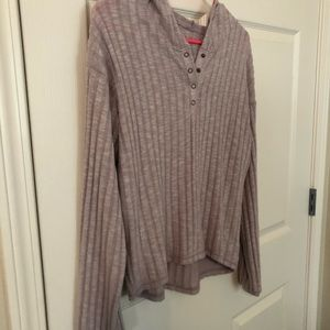 American Eagle Light Weight Pullover